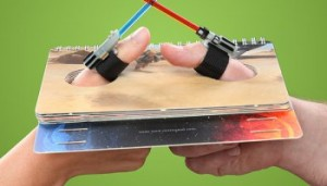 1378_star_wars_lightsaber_thumb_wrestling_inuse